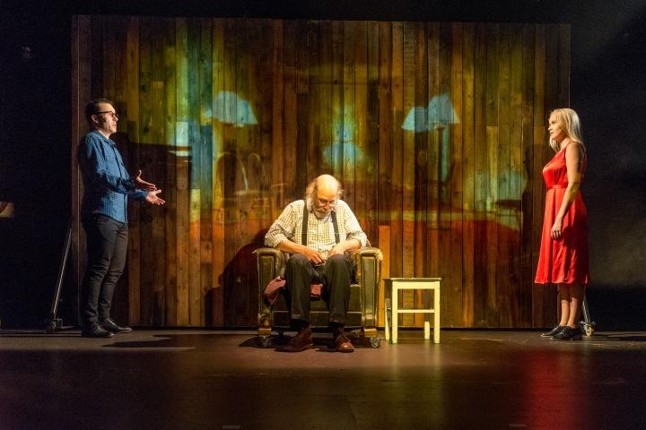 Teatterissa: Ilosia aikoja, Mielensäpahoittaja