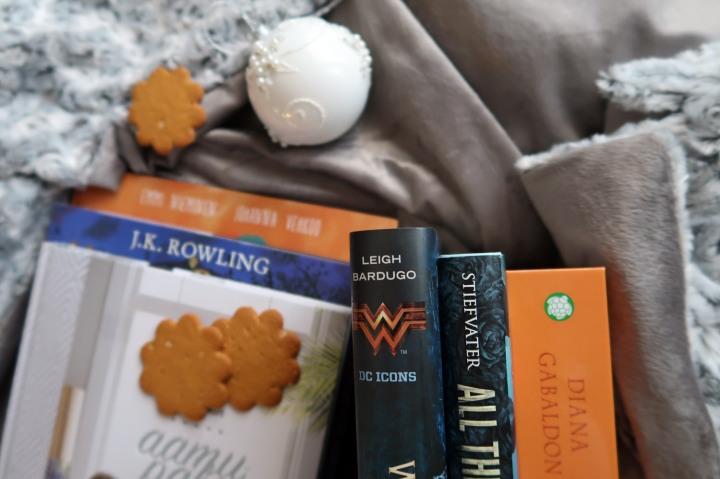 Paketeista paljastuneet kirjat – kiitosJoulupukki!