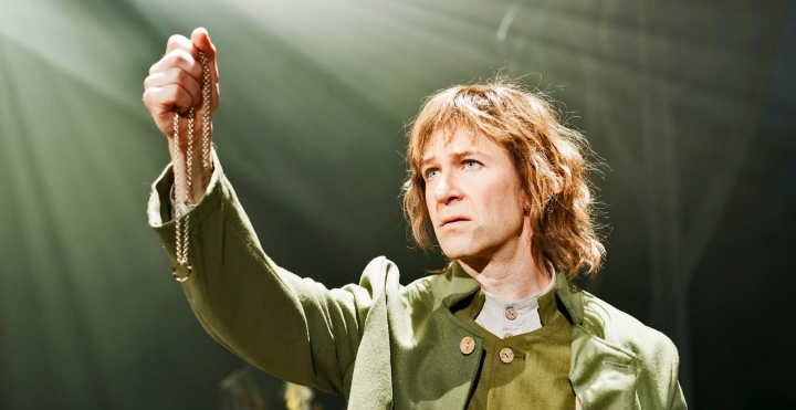 Teatterissa: Taru sormustenherrasta