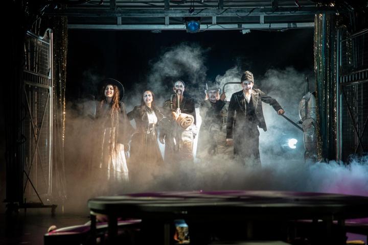 Teatterissa: Musta Saara