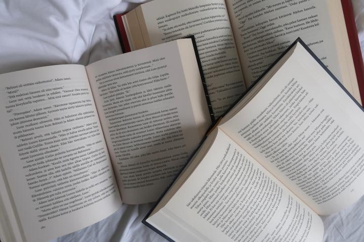 Jatketaan vielä hetki nuortenkirjakritiikeistä – Miksi tarvitsemme monenlaisia tekstejä nuortenkirjoista?