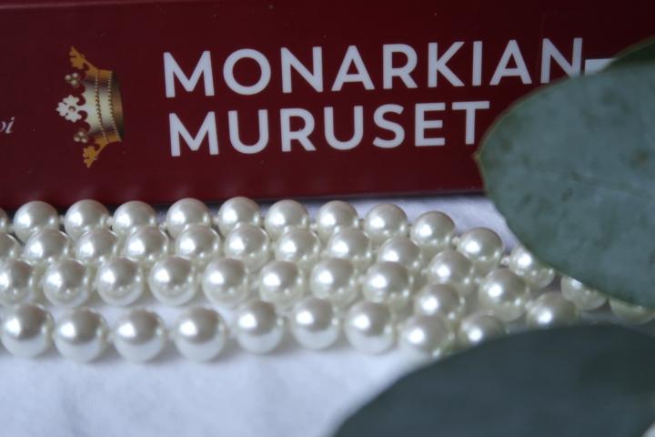 Kaisa Haatanen & Sanna Mari Hovi: Monarkianmuruset