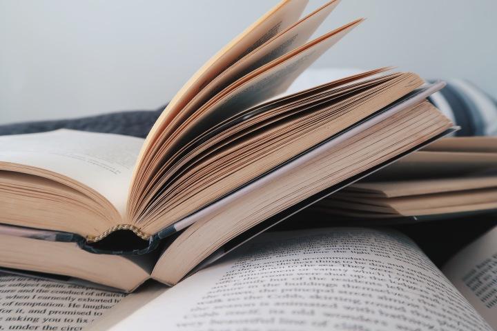 Mitä tehdä, kun lukujumi iskee? – Kolme vinkkiä lukemisen ilonlöytämiseen