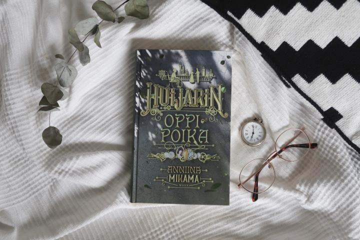 Anniina Mikama: Huijarinoppipoika