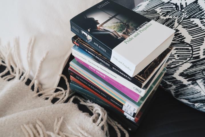Haluaisitko lukea klassikoita? Tässä viisi vinkkiä aloittamiseen ja muutamakirjasuositus