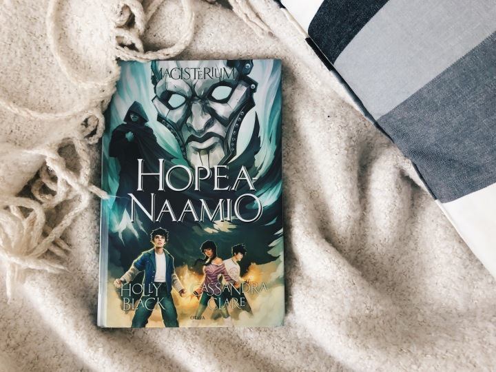 Holly Black & Cassandra Clare: Hopeanaamio (Magisterium #4)