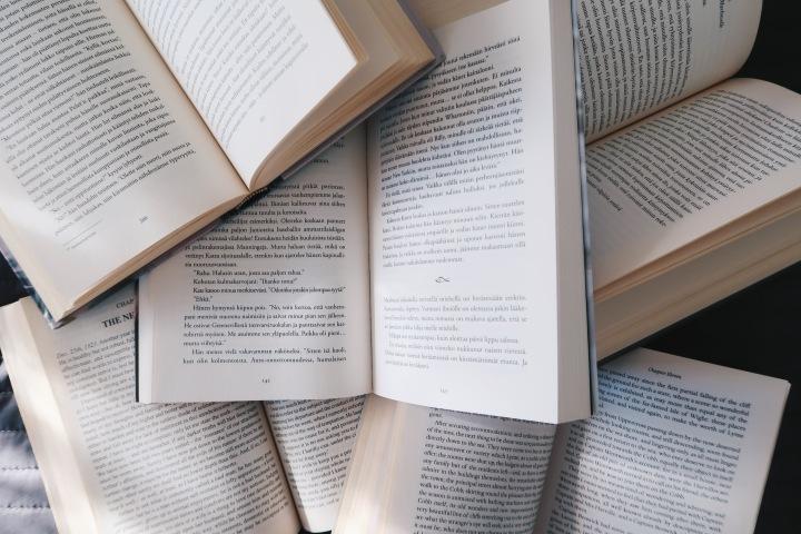 8 kirjaa, jotka luin alle 24 tunnissa (eli suorastaanahmin)