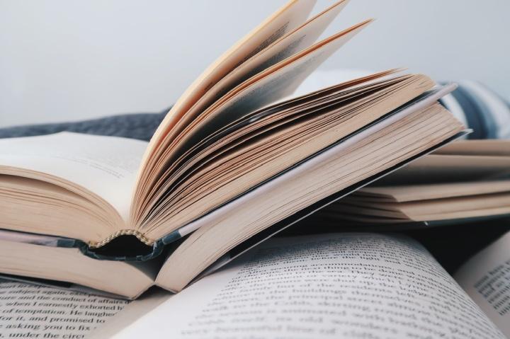 Luin 57 kirjaa kirjaa viime vuonna – lukujumeistahuolimatta