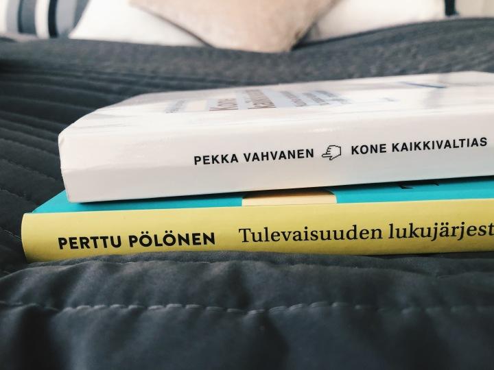 Koneet tulevat, oletko valmis? Keskustelussa Perttu Pölösen Tulevaisuuden lukujärjestys ja Pekka Vahvasen Konekaikkivaltias