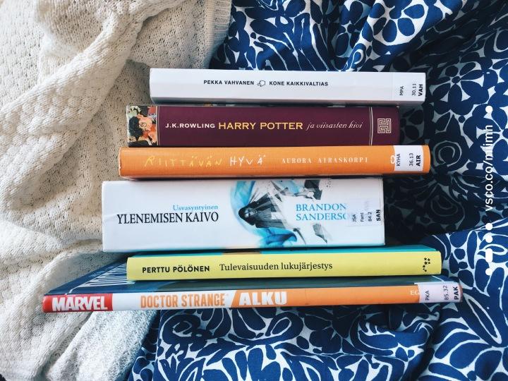 Helmikuu oli seitsemän kirjan kuukausi meille molemmille – ja Laura löysi jälleenlukuintonsa