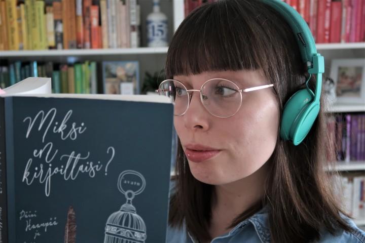 Tammikuussa teimme ennätyksiä kolmella saralla: Blogin kävijämäärissä, äänikirjojen kuuntelussa ja ihan vaan kirjojenlukemisessa