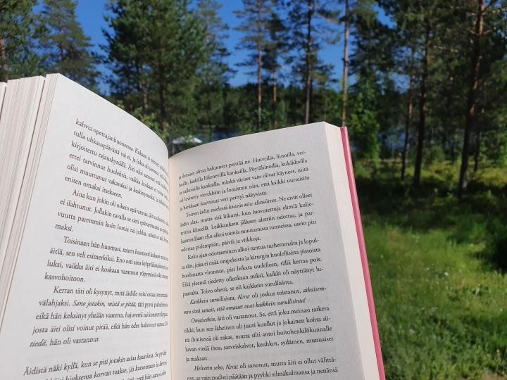 Vuodenkierto vaikuttaa vahvasti lukemistooni – kesällä janoan nostalgiaa ja sopivastijännitystä