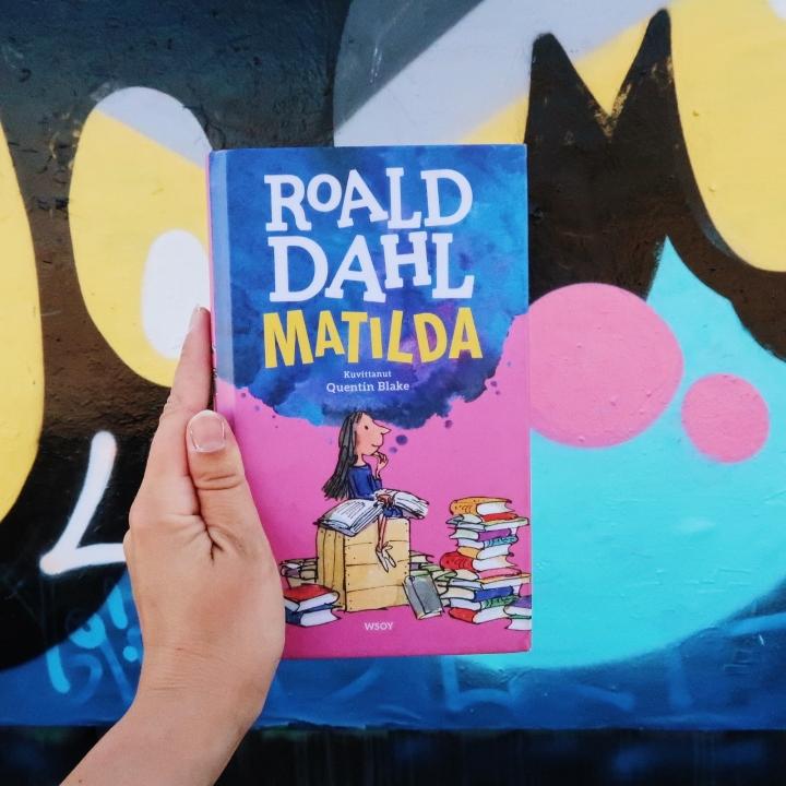 Luin Roald Dahlin Matildan vuosien tauon jälkeen ja nyt minulla olisi siitä pari kyseenalaistamielipidettä
