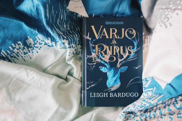 Fantasiakirja, joka vie mukanaan – Leigh Bardugo: Varjo jariipus