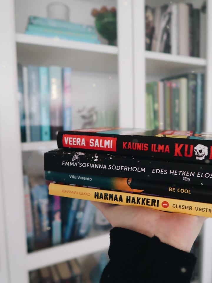 Miniarvioissa neljä tänä vuonna ilmestynyttä kotimaista nuortenkirjaa: Huumeita, perhehaasteita, hakkereita ja nolojakommelluksia
