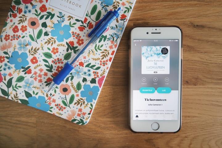 Kirjoittaisitko sinäkin aamusivuja? – Julia Cameron: Tieluovuuteen